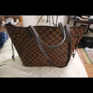 Louis Vuitton neverfull bag